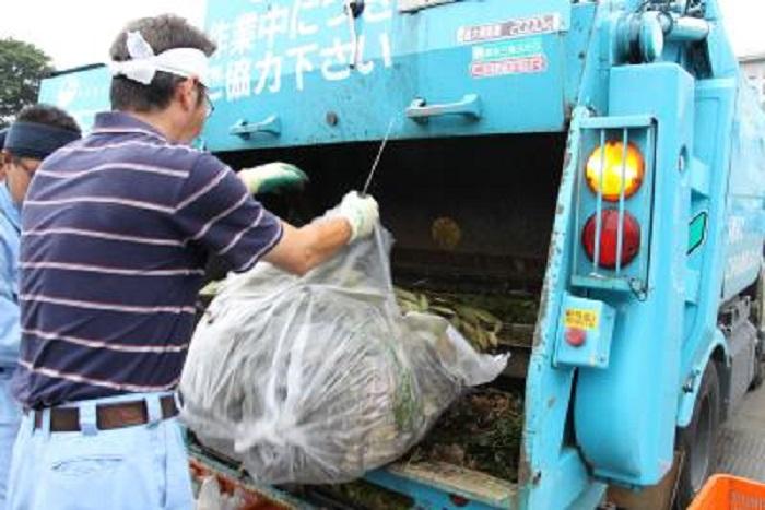 В технике процедура сбора мусора налажена с учетом специфики страны. /nishitokyo.lg.jp