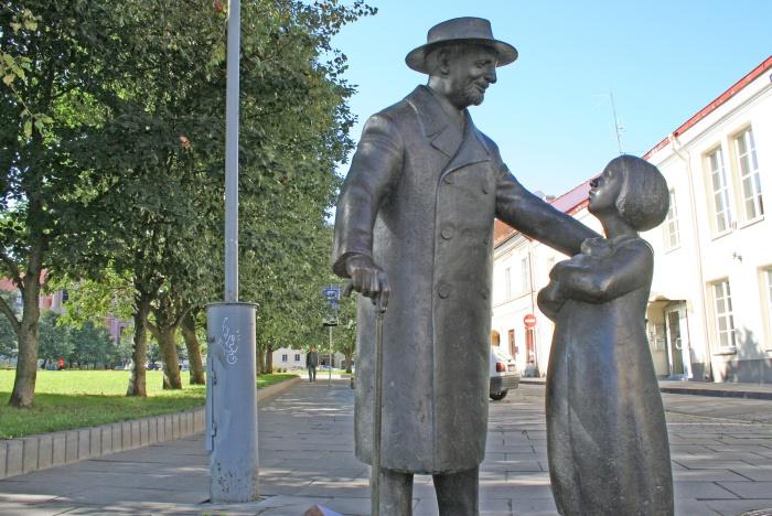 Памятник Айболиту - достопримечательность Вильнюса. /Фото:vilnius-tourism.lt