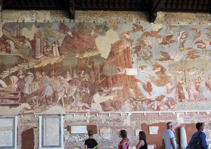 Некоторые фрески до сих пор восстанавливают реставраторы. /Фото:putevye-istorii.ru
