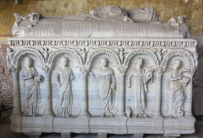 Каждый саркофаг представляет собой произведение искусства. /Фото:putevye-istorii.ru
