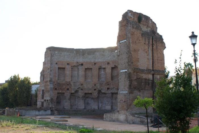 Одна из стен комплекса терм Траяна. /Фото:torome.ru