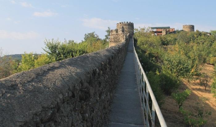 Крепостная стена Сигнахи. /Фото:avtravels.ru, Г. Кудрявцев