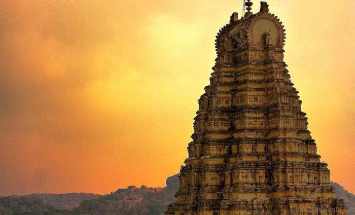 Есть предположение, что это самый древний подобный храм в Индии. /Фото:desicomments.com