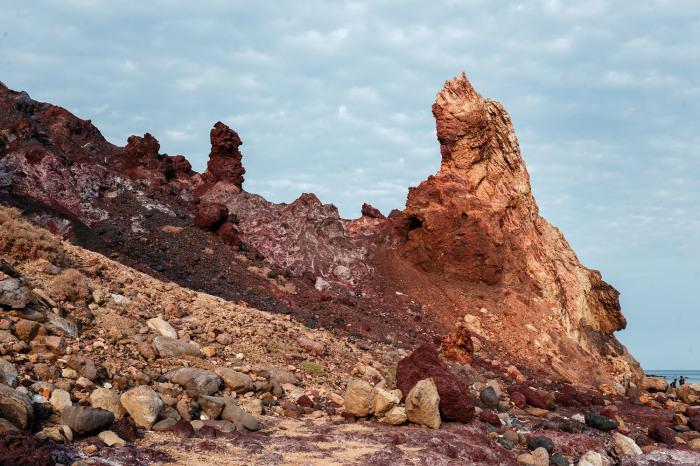 Загадочный остров чем-то напоминает другую планету. /Фото:tema.in.ua