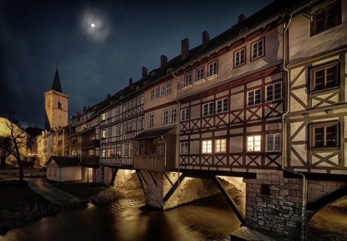 Так выглядит мост в вечернее время. /Фото:wp.com