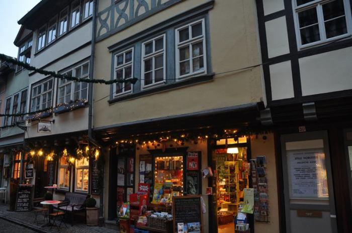 Здесь полно магазинчиков и кафе. /Фото:ritebook.in