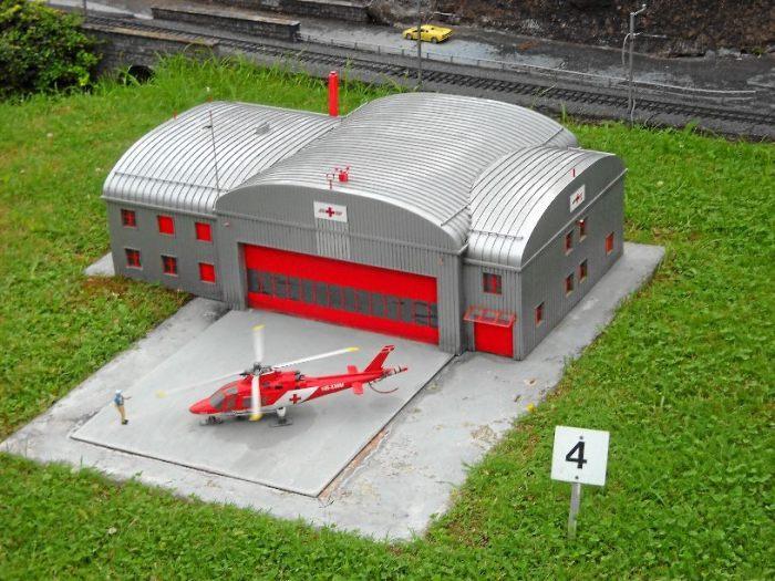 Вертолётная база швейцарской спасательной организации REGA. /Фото:archimir.ru