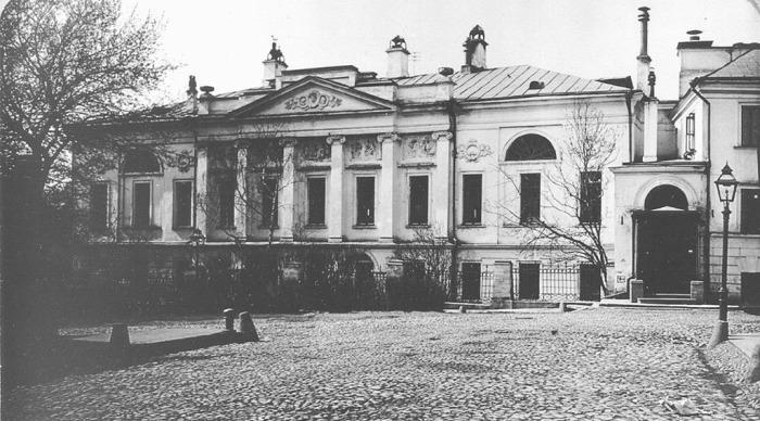 Здание на фотографии 1913 года. /Фото: Э.В. Готье-Дюфайе, архив ЦИГИ