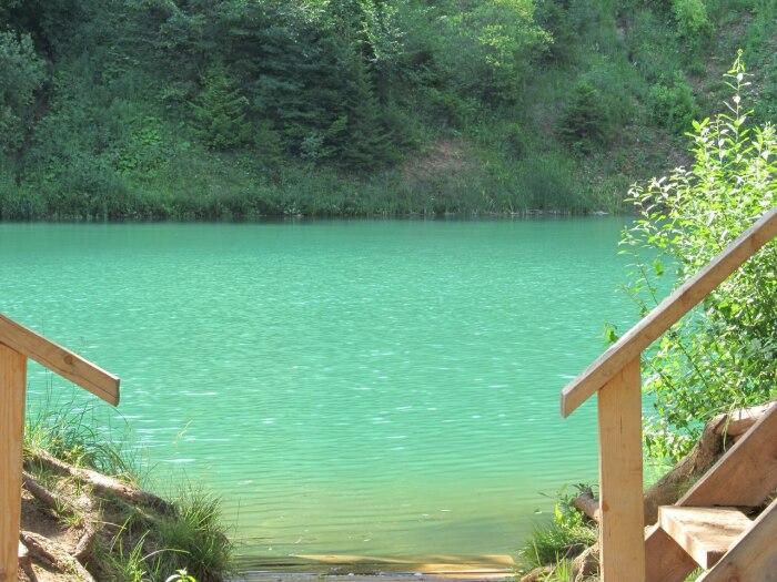 Цвет озера невероятен. если не смотреть на берега, кажется, что вода действительно морская. Фото: mytravelbook.org