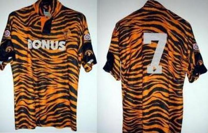Форма «Халл Сити» образца 1992/93 годов (логотип команды - рычащий тигр). Фото:footboom.by