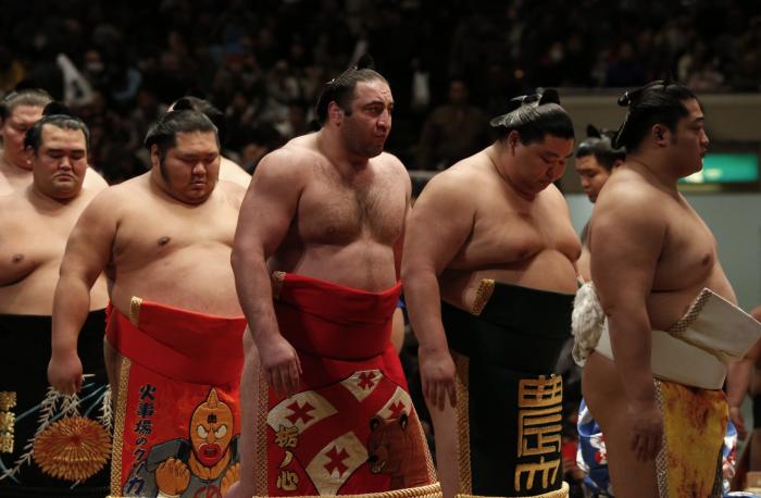Леван с японскими спортсменами. /Фото:newsgeorgia.ge