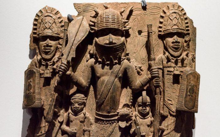 Если Британский музей пойдет на уступки в деле о моаи, ему придется рассмотреть и другие требования - например, о возвращении в Нигерию Бенинской бронзы. /Фото:talkingdrumag.com