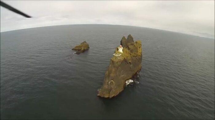 Так маяк выглядит с вертолёта/ Видеокадр