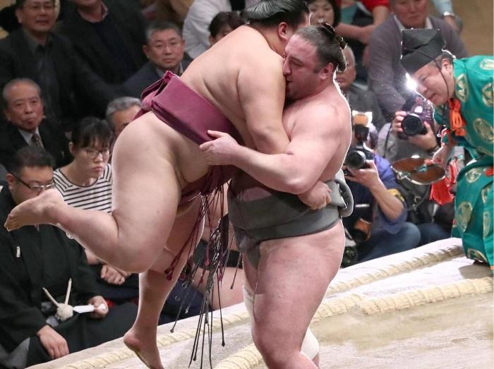 Леван свободно говорит по-японски и чувствует себя своим среди коллег-сумоистов. /Фото:sova.news