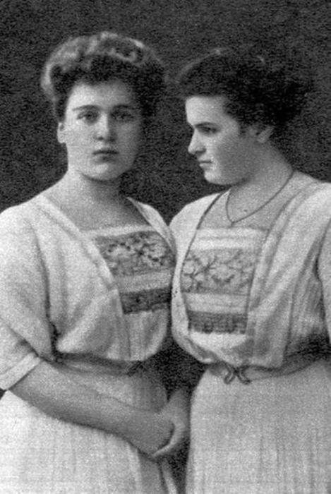 Вера с сестрой. 1908 год. /Фото:beautifulrus.com