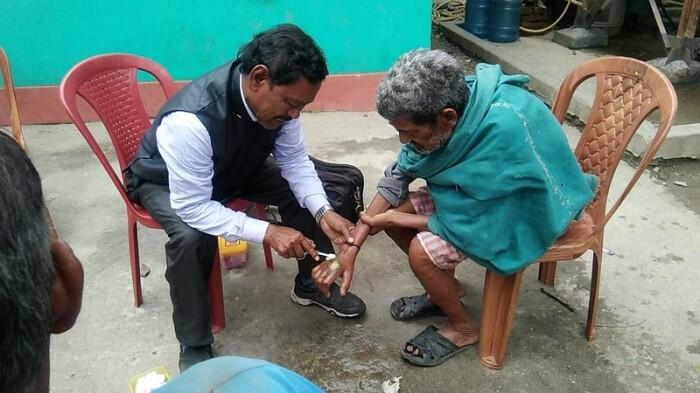 Каримул прошел обучение по оказанию первой помощи. /Фото:thebetterindia.com