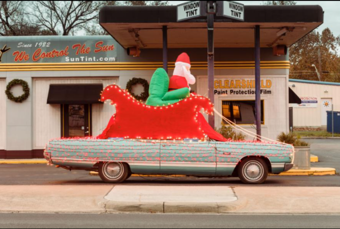 Санта на классическом линкольне