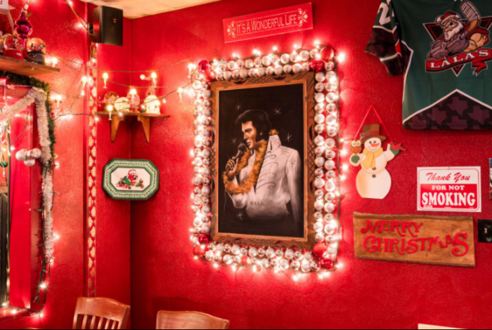 Бар в честь Рождества и... Элвиса.