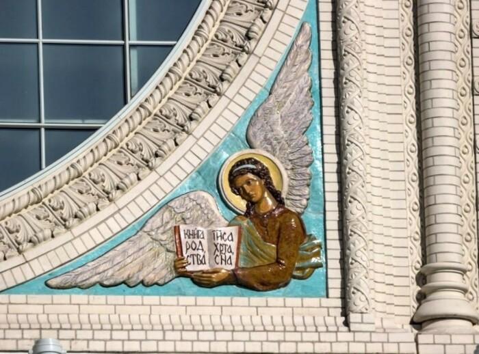 Майолика Никольского (Морского) собора в Кронштадте. /Фото:russian-mayolica.ru