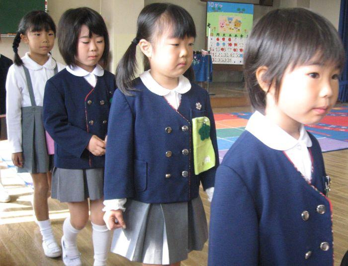 Японские школьницы младших классов. /Фото:pinimg.com
