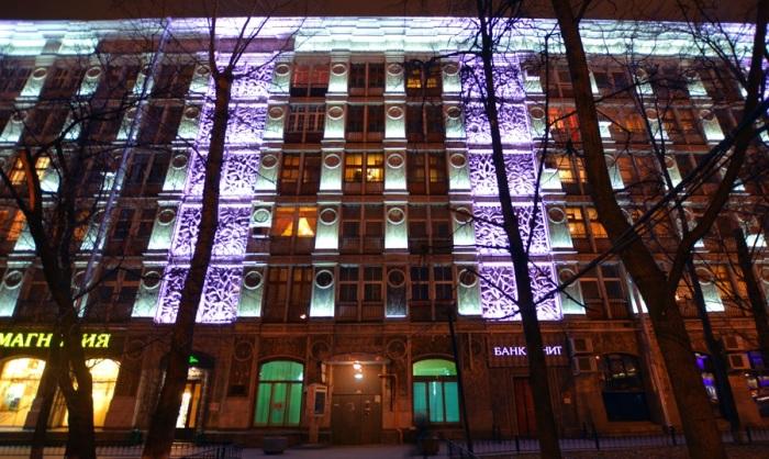 Дом в наши дни с вечерней подсветкой. /Фото:riverpilgrim.livejournal.com