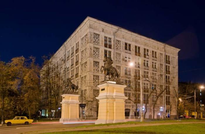 Дом считался элитным, хотя первоначально это была идея доступного типового жилья. /Фото:berlogos.ru