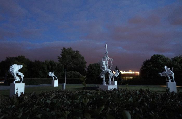 Так выглядит выставка в темное время суток. /Фото:kawarga.ru