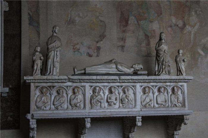 Таинственное кладбище-музей Кампосанто: Какие шедевры хранятся рядом с Пизанской башней