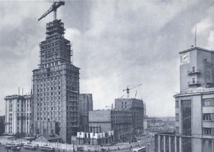 Строительство здания. /Фото: pastvu.com