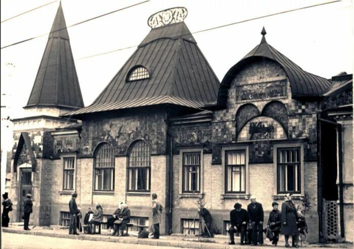 Дом Шаронова в первой половине прошлого века.