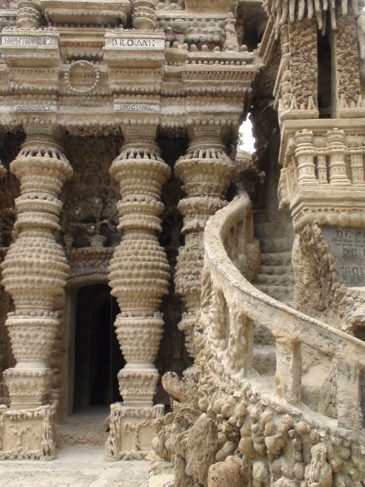 Посмотреть на диковинный замок хотели многие. /Фото:blogspot.com