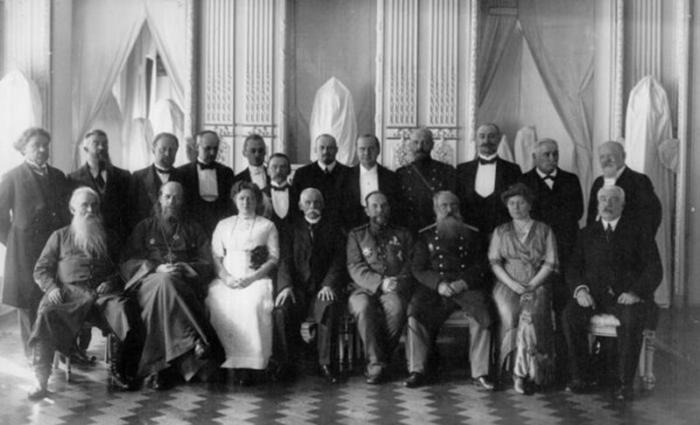 Семья Брусницыных с близкими. /Фото:photoarchive.spb.ru