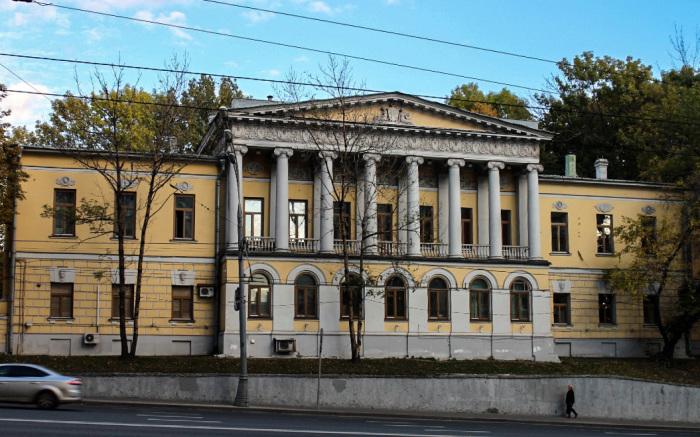 Размеры дома Усачевых и их парка впечатляют! /Фото:shagau.ru