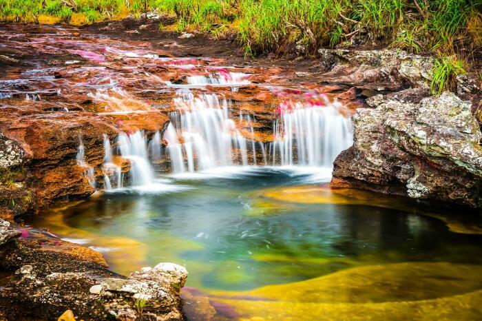 На реке есть живописные мини-водопады. /Фото:fodors.com