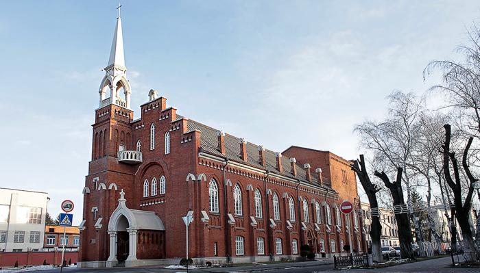 Лютеранская церковь выглядит очень необычно в этих местах. /Фото: Анна Кабисова, etokavkaz.ru