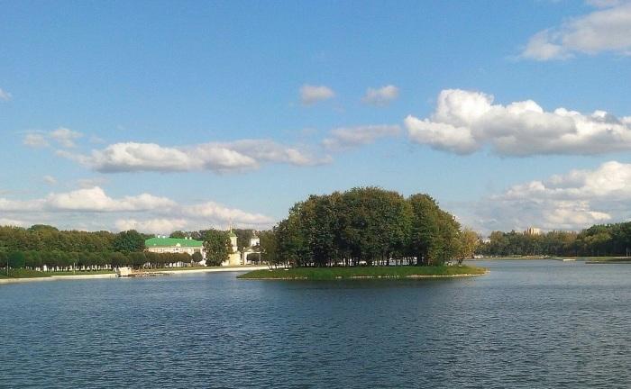 Этот остров суеверные граждане считают «местом силы». /Фото:vaostory.ru