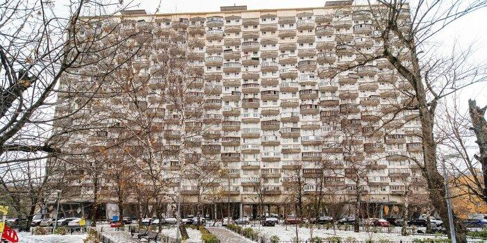 Грандиозный дом стоит на не слишком массивного вида опорах, но всё продумано: он очень устойчив. /Фото: mos.ru
