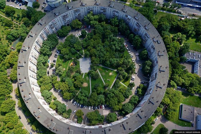 Олимпийские кольца, по задумке архитекторов, должны были эффектно смотреться с высоты птичьего полета. /Фото:stroi.mos.ru