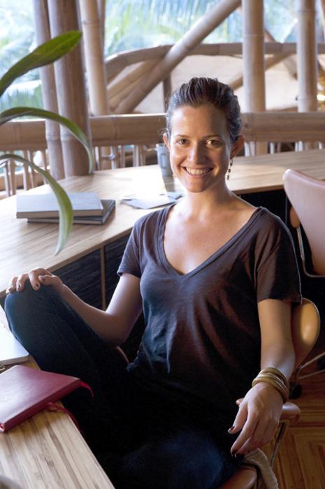 Элора, не задумываясь, бросила работу в Нью-Йорке и уехала на Бали популяризировать дома из бамбука. /Фото:otelidea.ru