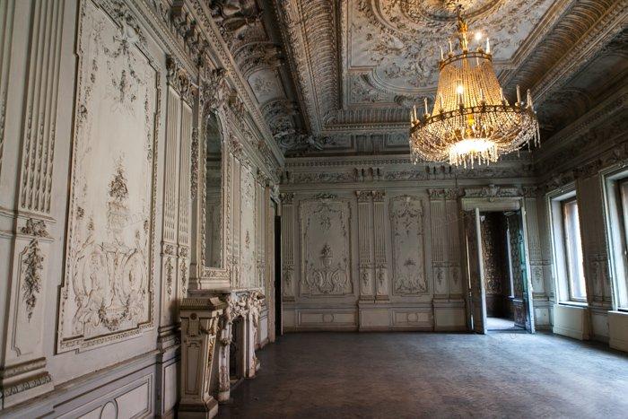 Белый (танцевальный) зал. /Фото:sibmama.ru