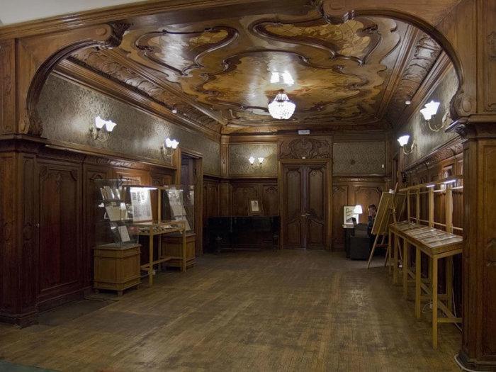 Внутри здания. Помещение музея Набокова. /Фото:nrfmir.ru