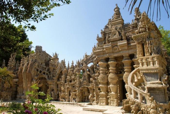 Замок почтальона признали культурным наследием. /Фото: blogspot.com