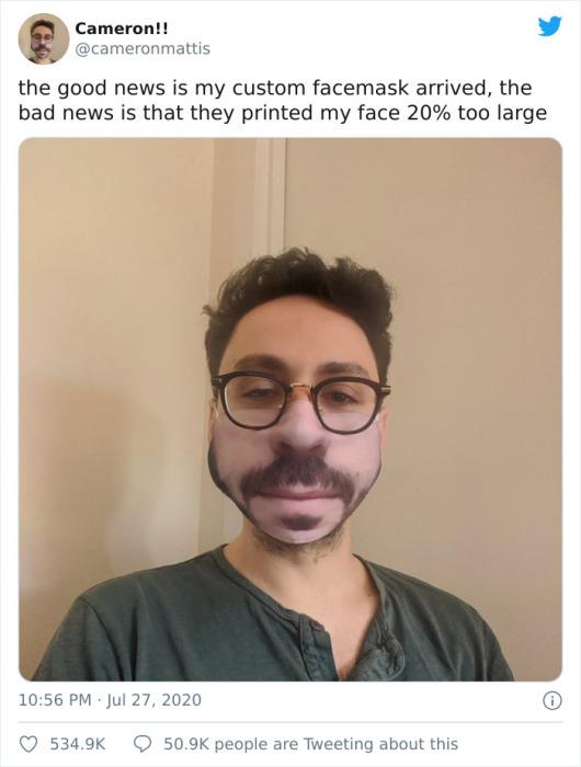 Молодой человек обнаружил, что его нижняя часть лица на маске выглядит на 20 процентов крупнее.