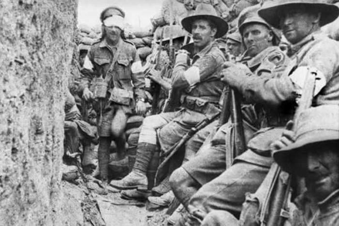 Бойцы во время сражения при Галлиполи.