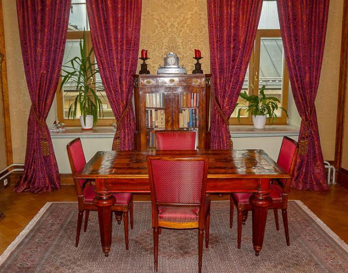 Кабинет самого первого владельца, Думнова, представляет собой смешение разных стилей. /Фото:moscowwalks.ru, Василий П.