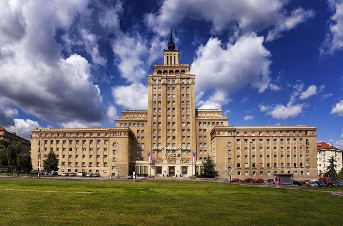 В пражской высотке располагается шикарный отель. /Фото:internationalprague.cz