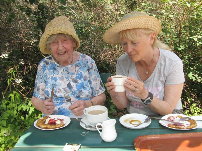 Дагни любит вкусно поесть и в молодости никогда не была худышкой, но это не помешало ей дожить до 106 лет. /Фото:из личного блога Боян