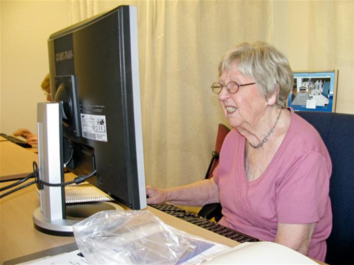 Дагни старается избегать личных контактов и общается с друзьями в режиме онлайн.