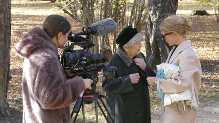 Бабушка-блогер на съемках в кино.
