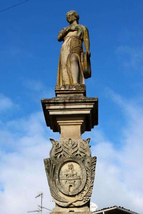 Памятник героической женщине. /Фото:hochyvseznat.ru